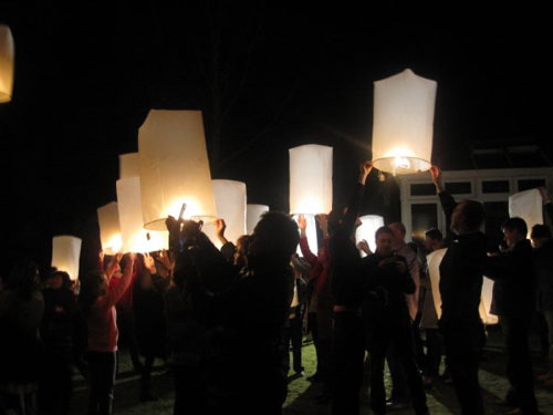Setting off the sky lanterns
